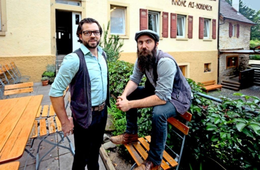 Markus und Pascal Fetzer (von links) sind die Geschäftsführer der Kultur-Alt-Hoheneck. Sie wollen dem Gasthaus Krone Althoheneck neues Leben einhauchen. Foto: factum/Granville