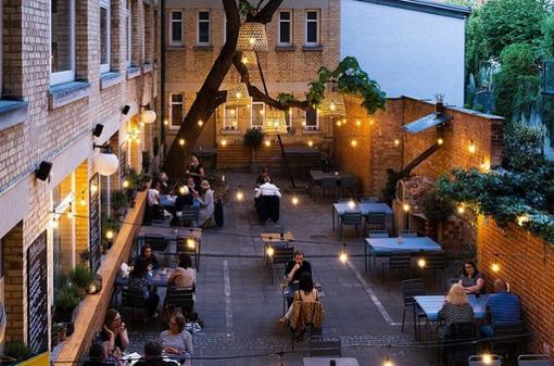 Cafés, Kneipen und Restaurants mit schönen Hinterhöfen
