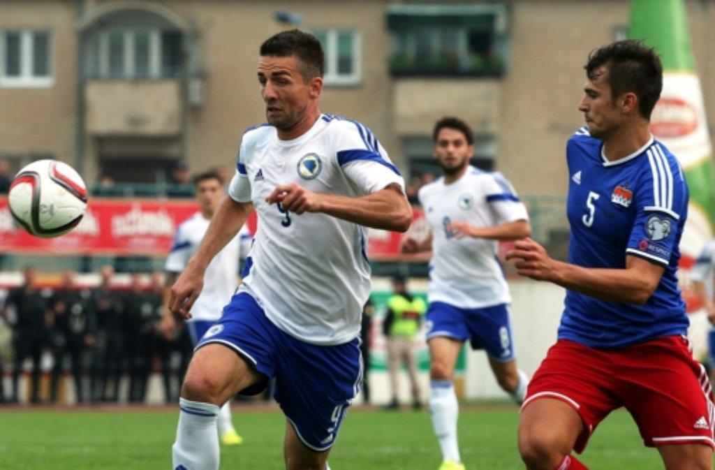 Doppelpack für Vedad Ibisevic (links) in der Nationalelf: Für Bosnien traf er in einem Freundschaftsspiel gegen Liechtenstein in der 2. und 13. Minute. Foto: EPA