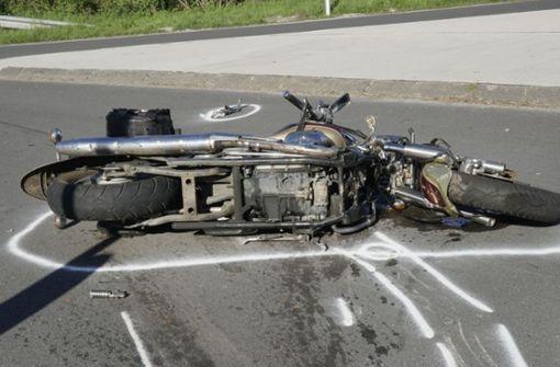Motorradfahrer schwer verletzt – Polizei sucht Zeugen