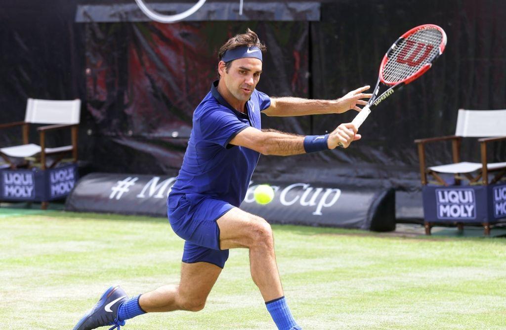 Das Weissenhofturnier gibt es seit 100 Jahren und Roger Federer hat sein erstes Mal. Der Schweizer will beim Stuttgarter Traditionsturnier bei seiner Premiere gleich den großen Pokal und das Siegerauto mitnehmen. Foto: Baumann