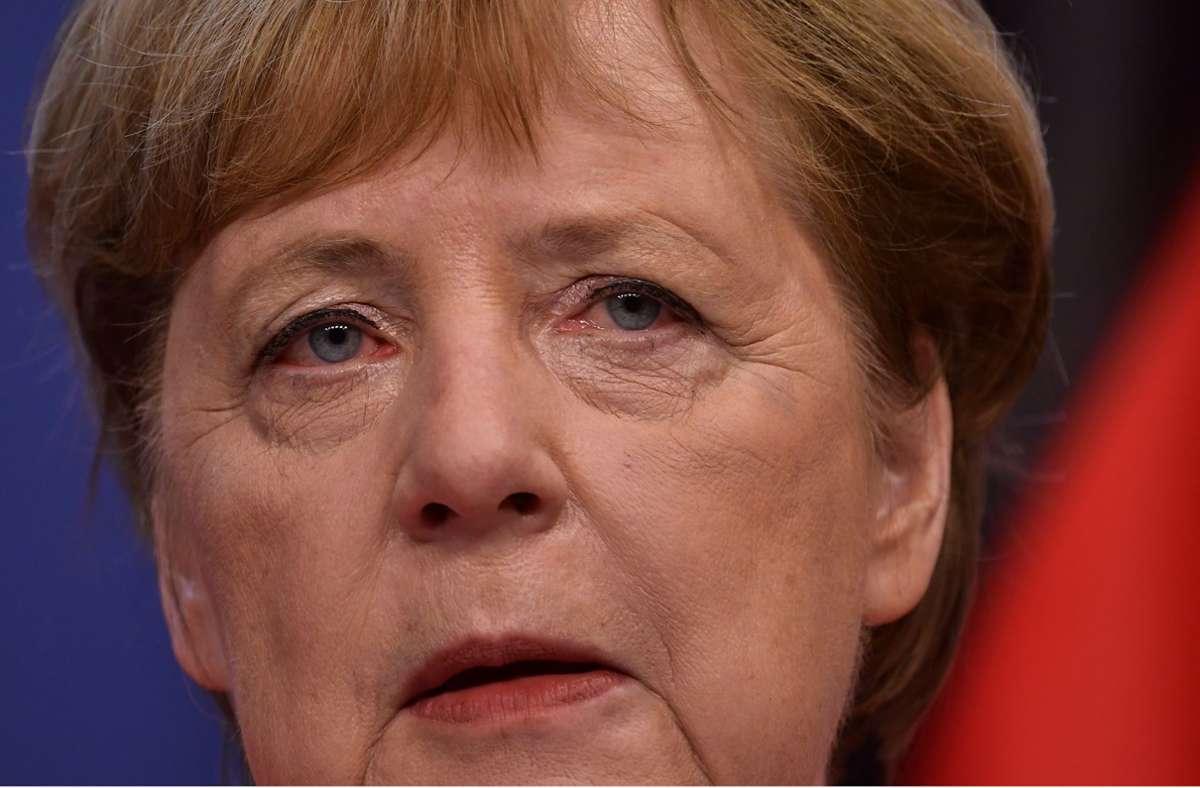 Angela Merkel ist gegen weitere Lockerungen im Fußball. (Archivbild) Foto: dpa/John Thys