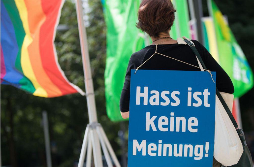 Die Regierung hat einen Plan verabschiedet, wie sie Hass besser in den Griff bekommen kann. Foto: dpa/Frank Rumpenhorst