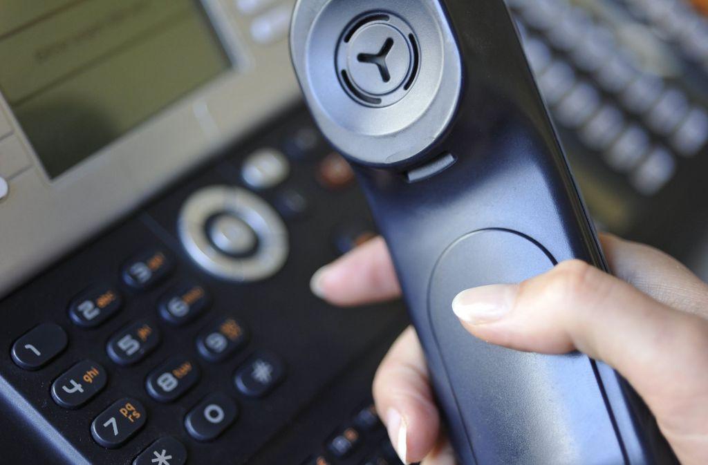 Die Polizei rät, nie auf Geldforderungen am Telefon einzugehen. Foto: dpa