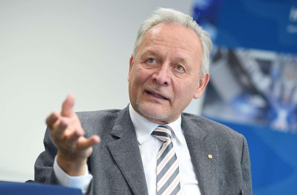 Wolfgang Grenke ist zum dritten Mal zum Präsidenten der BWIHK gewählt worden, laut Satzung seine letzte Amtszeit. (Archivbild) Foto: dpa/Marijan Murat