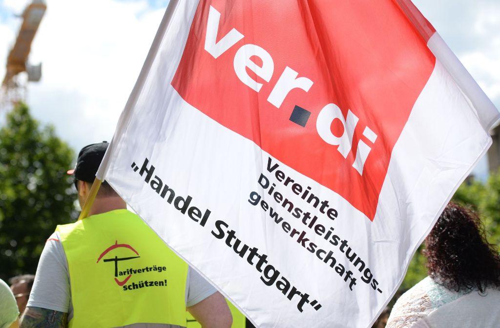 Verdi und der Einzelhandel haben sich auf eine zweistufige Tariferhöhung geeinigt. Foto: dpa