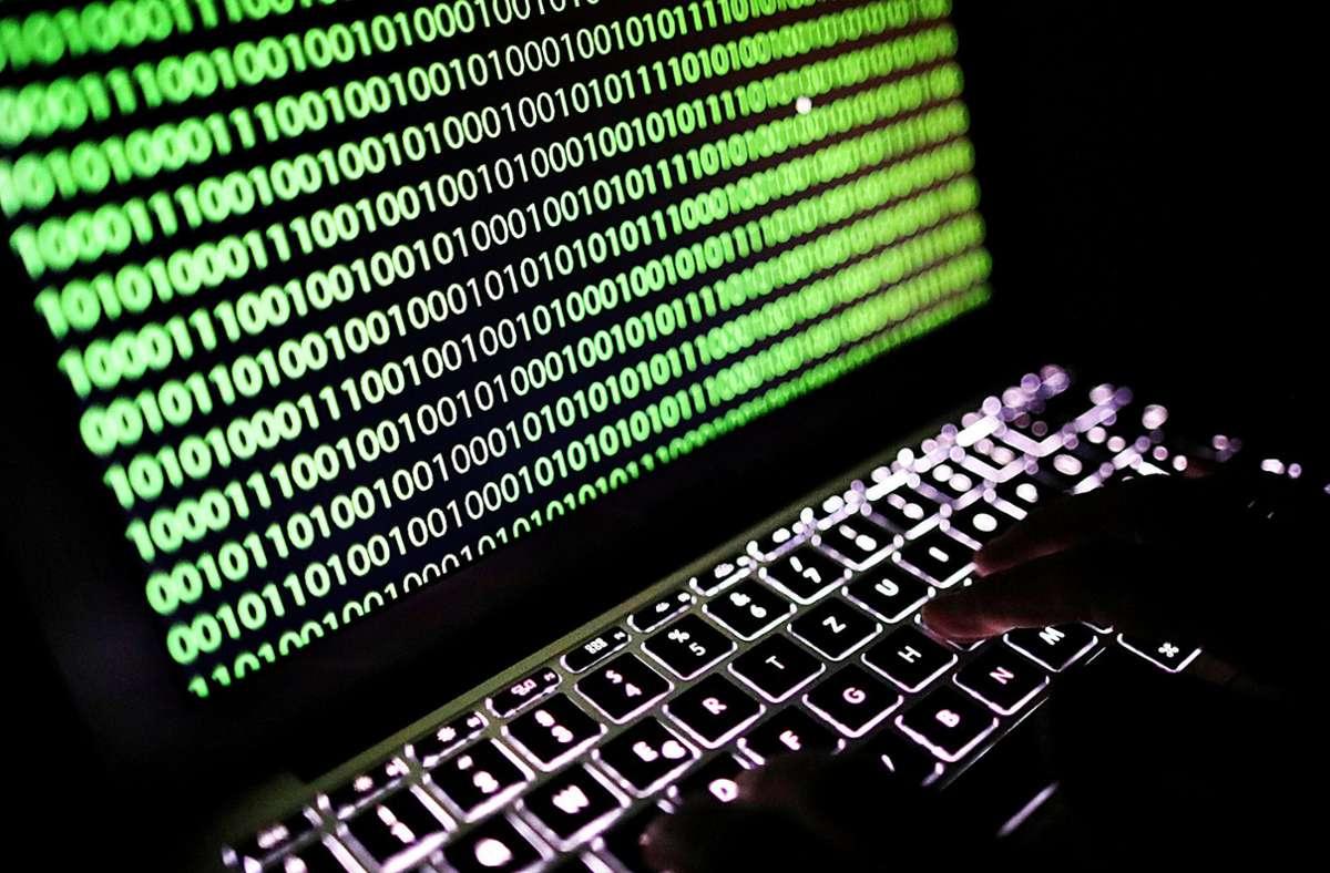 Das Land will schneller auf Angriffe aus dem Internet reagieren (Symbolfoto). Foto: dpa/Oliver Berg