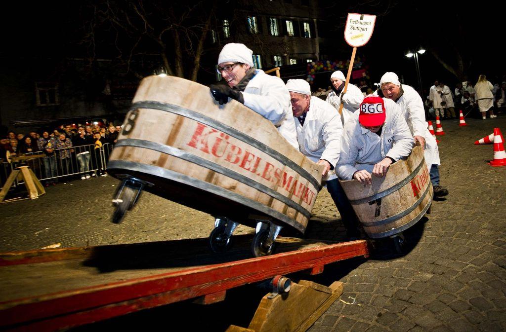 Mit dem legendären Küblesrennen am Schmotzigen Donnerstag beginnt in Bad Cannstatt die Fasnet-Hochphase. Foto: Max Kovalenko