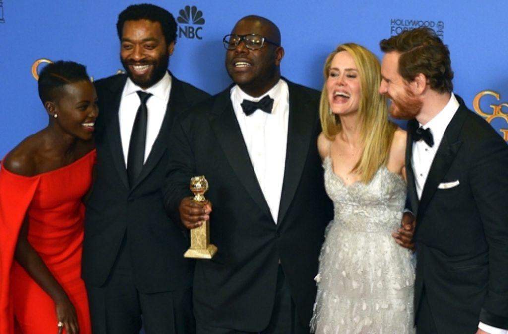 "Steve McQueen (Mitte) mit seinen Stars aus ""12 Years a Slave"": Lupita Nyong'o,  Chiwetel Ejiofor, Sarah Paulson und Michael Fassbender (v.l.) Foto: dpa"