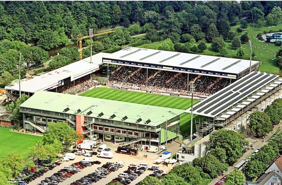 Mit einer Kapazität von 24000 Zuschauern ist das alte Freiburger Stadion hinter der Alten Försterei von Union Berlin das zweitkleinste Stadion der Bundesliga. Foto: imago images/ Heuberger