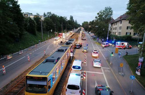 Stadtbahn stößt mit Fahrzeug zusammen