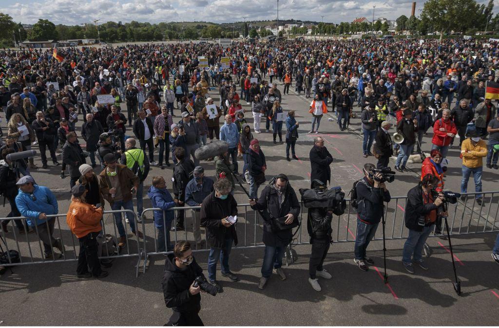Auf dem Cannstatter Wasen demonstrierten am Samstag Tausende gegen die Corona-Maßnahmen. Foto: Lichtgut/Julian Rettig
