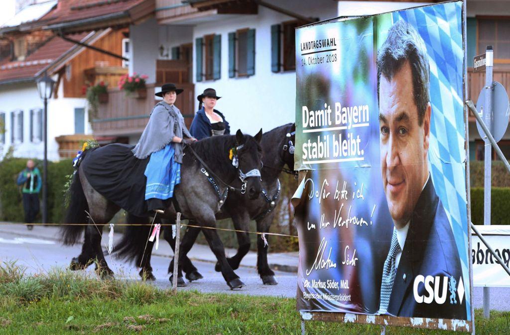 Bayern, Brauchtum, CSU: über Jahrzehnte galt das als Einheit. Nach dem Wahldebakel für Ministerpräsident Markus Söder ist es damit vorbei, genauso wie die absolute Mehrheit. Foto: dpa