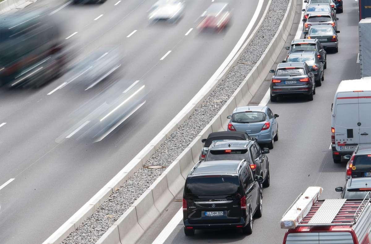 Autofahrer im Südwesten müssen mit Staus rechnen (Archivbild). Foto: dpa/Sebastian Gollnow