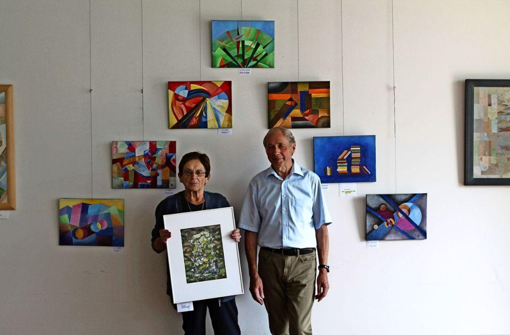 Irene Weis und Arnold Sienerth unterscheiden sich in ihrer Arbeitsweise, ihre Bilder passen aber gut zusammen. Foto: Sabine Schwieder