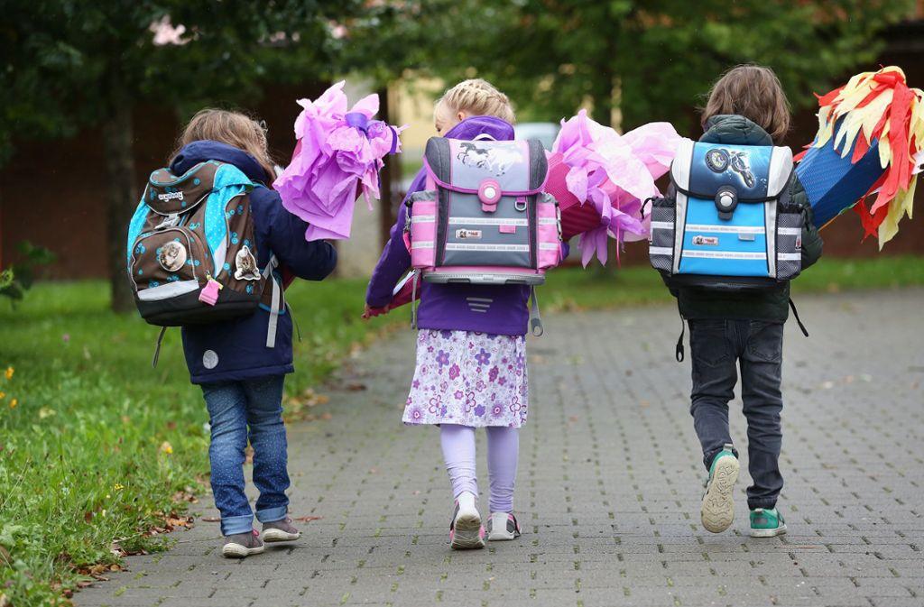 Schritt in eine neue Lebensphase: der erste Schultag Foto: Thomas Warnack/dpa