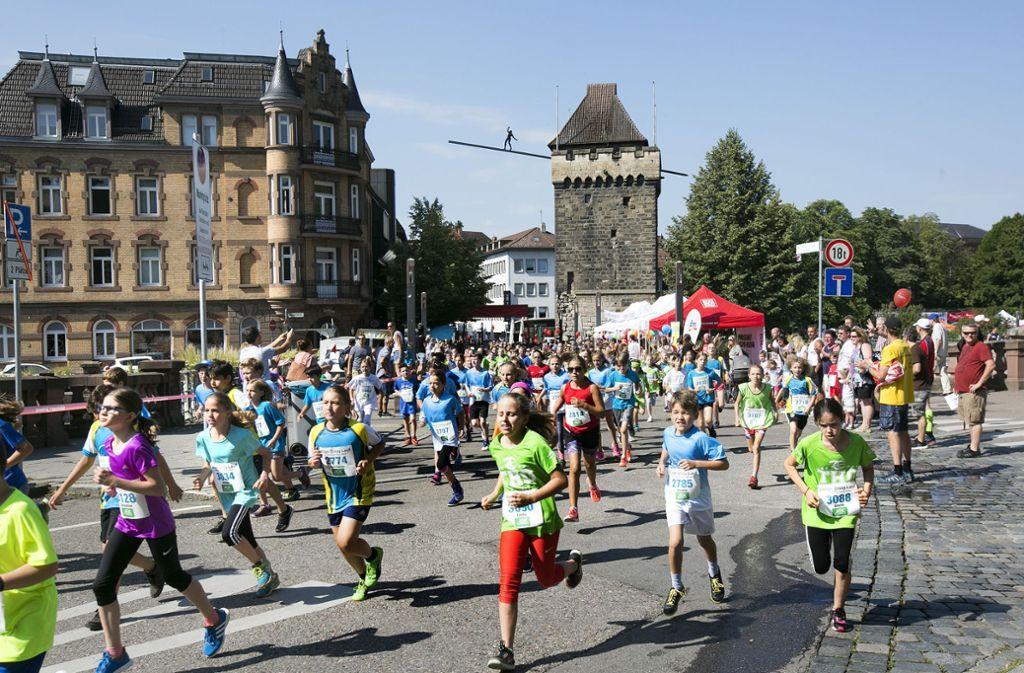 Der City-Lauf am Sonntag gehört mittlerweile zum Inventar des Bürgerfests. Besonders die Jugendläufe erfreuen sich immer größerer Beliebtheit. Foto: Horst Rudel