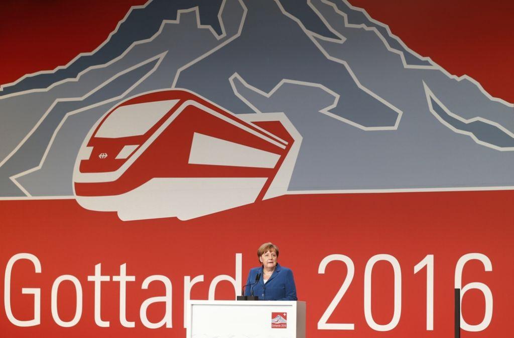 Auch Bundeskanzlerin Angela Merkel (CDU) ist bei der Eröffnung des Gotthard-Tunnels dabei. Foto: AFP