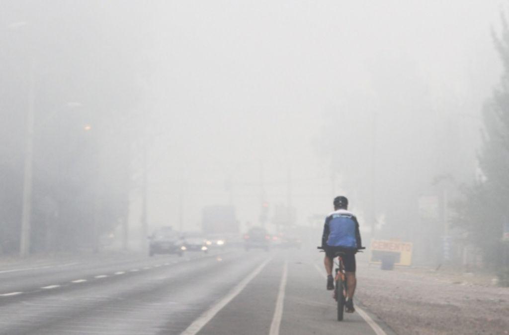 Eine dichte Rauchwolke hat sich über Santiago de Chile gelegt. Foto: dpa