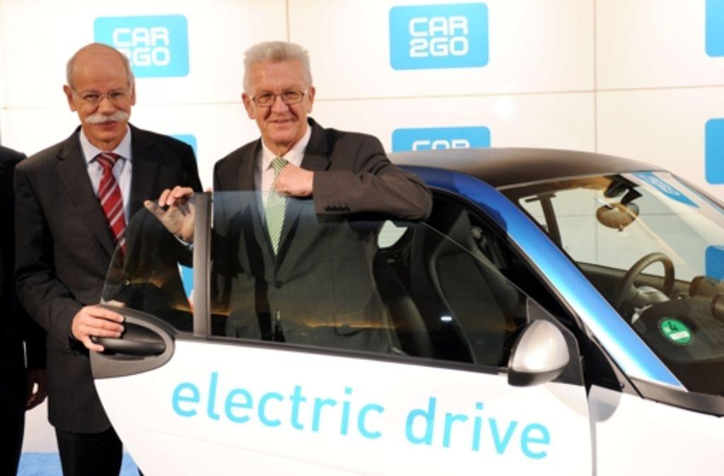 Beim Carsharingprojekt Car2go vereint: Daimler-Chef Dieter Zetsche (links) und Ministerpräsident Winfried Kretschmann. Foto: dpa