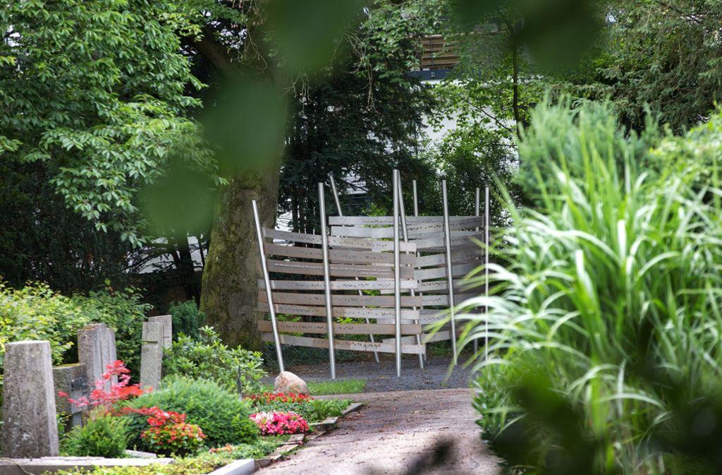 Der alte Friedhof in Kirchheim bietet Vögeln und Insekten viel Grün und und Nistmöglichkeiten. Foto: Ines Rudel
