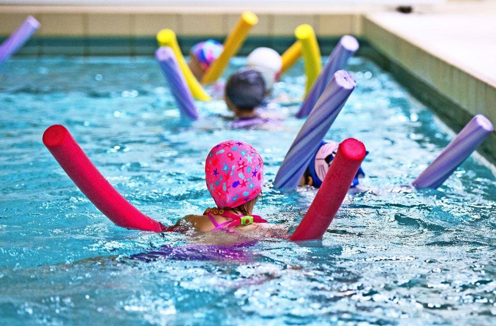 Kindern Schwimmen beizubringen, ist Bildungsauftrag der Grundschulen. Foto: Lg/Willikonsky