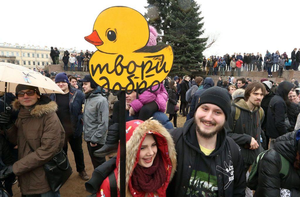 Humorvoll  und jung sind die meisten Menschen, die in Russland derzeit auf die Straße gehen. Foto: dpa