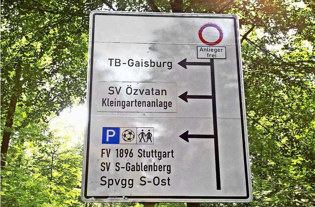 Der Bus wird hier künftig die erste Abfahrt links nehmen und wenden. Foto: Jürgen Brand
