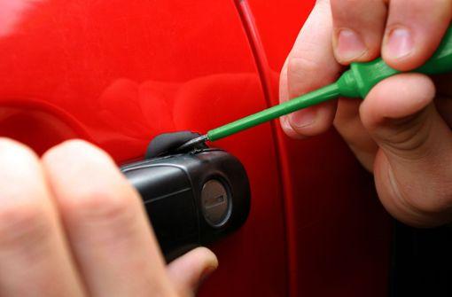 Unbekannte stehlen Tiefkühlessen aus Kühlfahrzeug