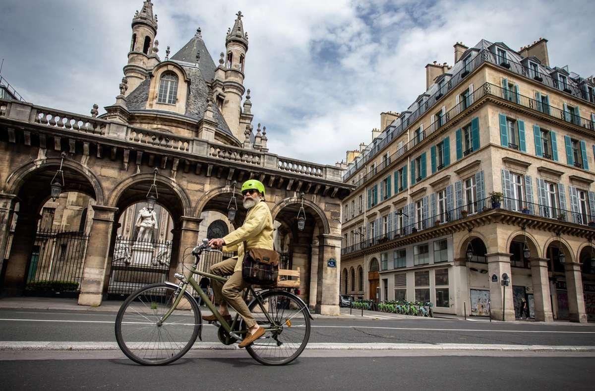 Weniger Verkehr bedeutet mehr Lebensqualität. In Paris werden die Autos konsequent aus der Stadt zurückgedrängt. Foto: dpa/Aurelien Morissard