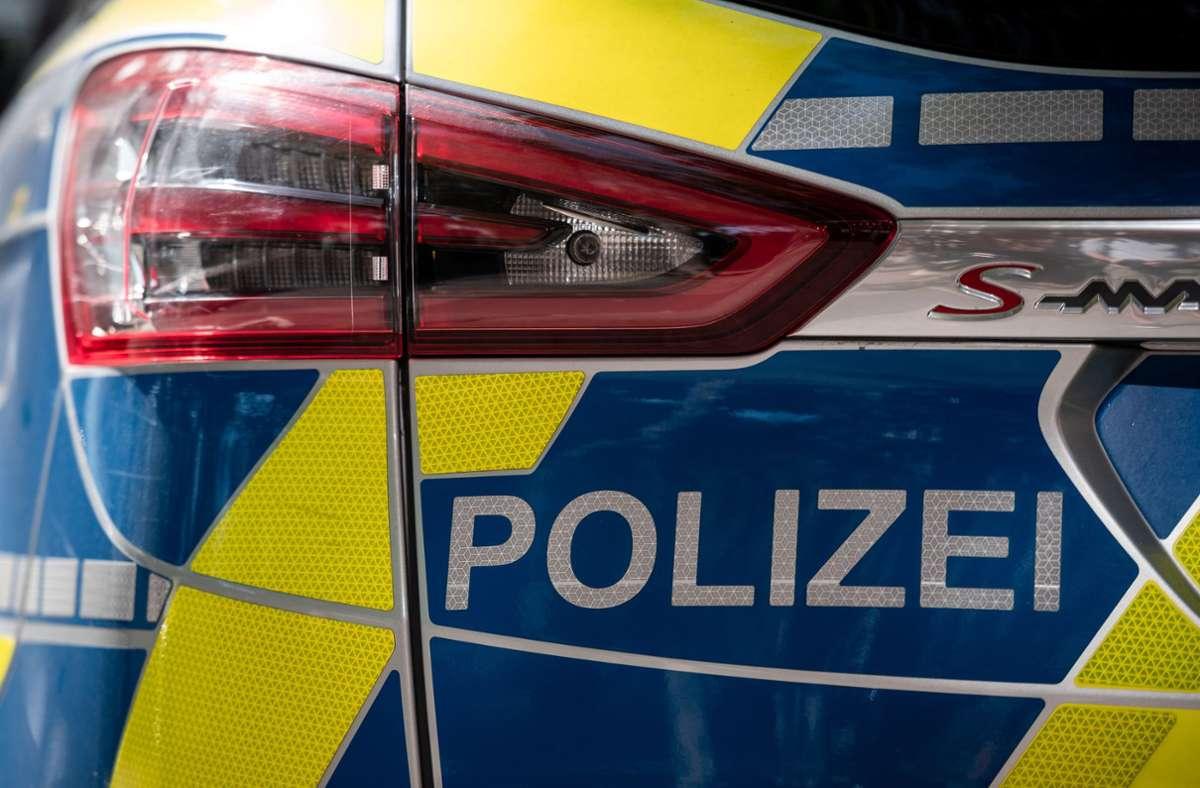 Die Polizei löste die Swingerparty auf. (Symbolbild) Foto: dpa/Fabian Strauch