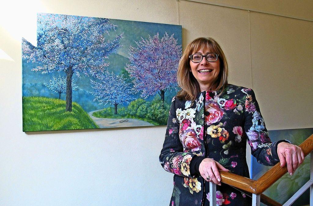 """In ihrer Landschaft """"Mandelblüte in der Pfalz"""" hat Monika Meyer eine liegende Acht als Zeichen für Unendlichkeit platziert, als Wunsch nach einem """"ewigen Frühling"""". Foto:"""