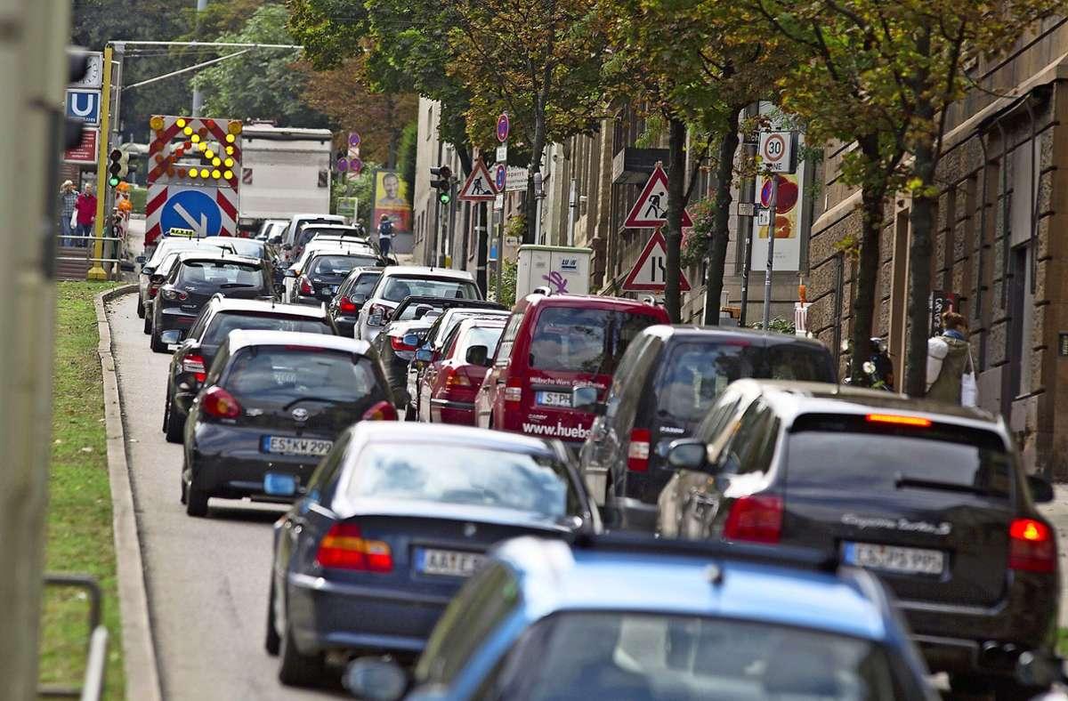 An Pfingsten wird hier eine Woche kein Durchkommen sein, in den Sommerferien droht die Teilsperrung der Hohenheimer Straße. Foto: Michael Steinert/www.7aktuell.de/Oskar Eyb