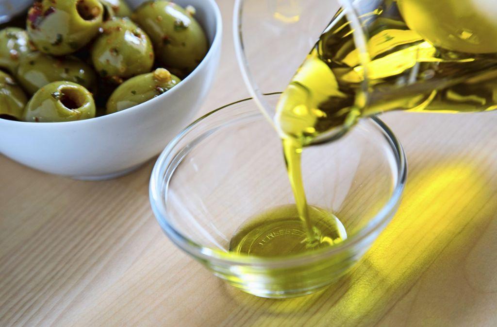 Ein mediterranes Urlaubs- und Lebensgefühl schwingt beim Verzehr von Olivenöl stets mit. Foto: picture alliance/dpa/Christin Klose