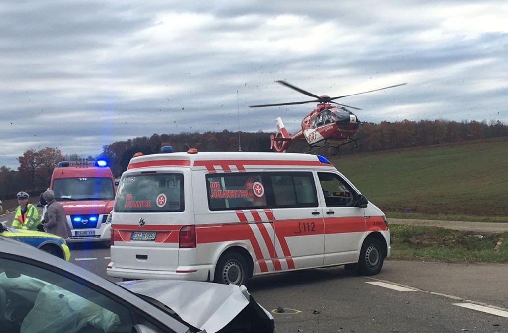 Auch der Busfahrer hatte sich  bei bei dem Unfall schwer verletzt.  Er wurde mit einem Rettungshubschrauber in eine Klinik geflogen Foto: SDMG