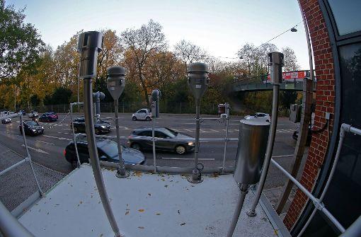 Experten testen neue Mooswände am Neckartor