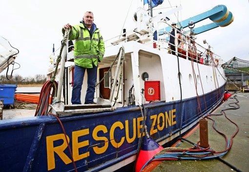 Den Flüchtlingsbooten entgegen