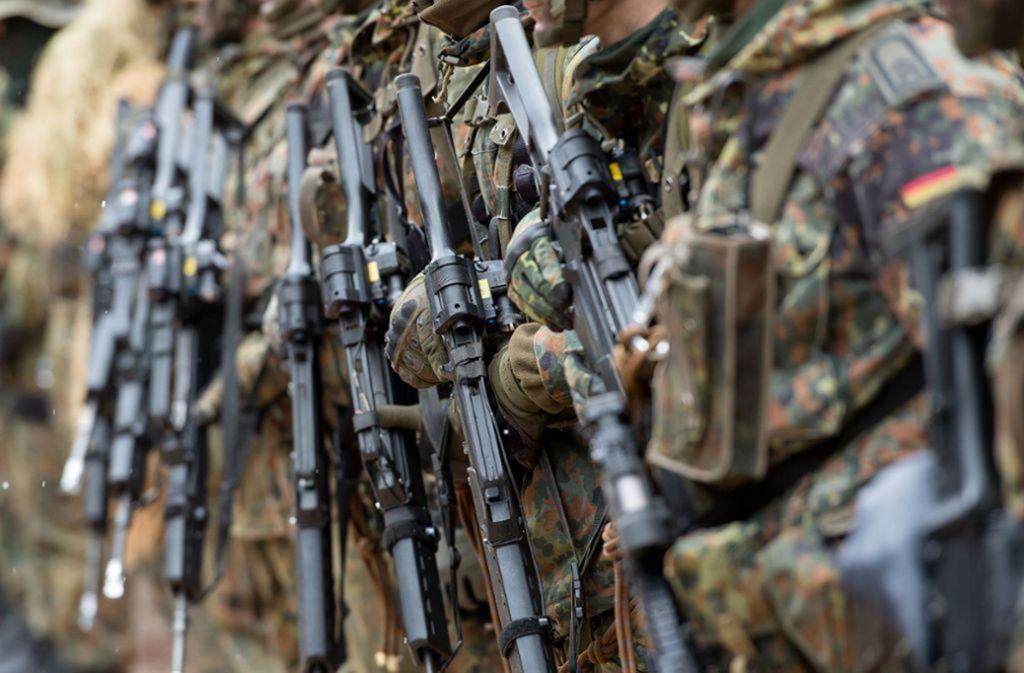 In der Bundeswehr wird wegen 478 rechtsextremen Verdachtsfällen ermittelt. Foto: dpa