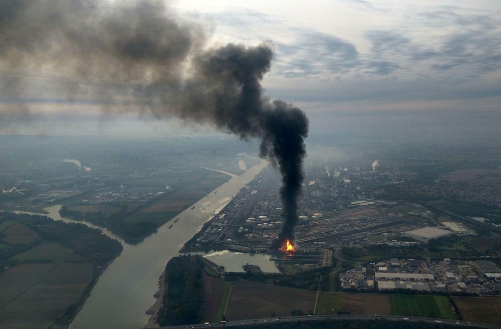 Der Brand bei BASF am Montag – mittlerweile sind die Flammen gelöscht. Foto: dpa