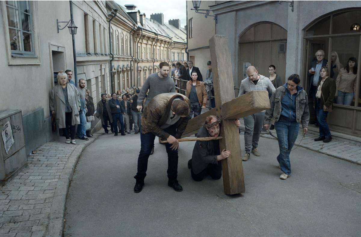 """""""Jesus könnte es heute genauso ergehen wie damals"""", glaubt Roy Andersson, und hat diese These in seinen Film  """"Über die Unendlichkeit"""" eingebaut. Foto: Verleih"""