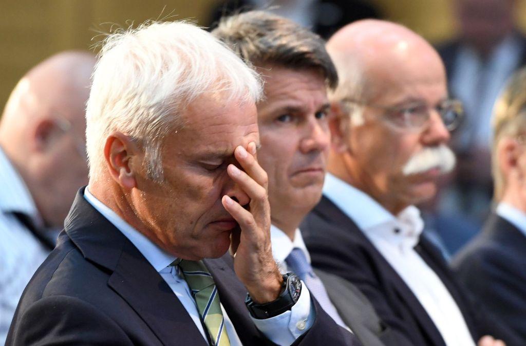 Unbeeindruckt von den Kartellvorwürfen: die Konzernbosse beim Diesel-Gipfel. Foto: dpa