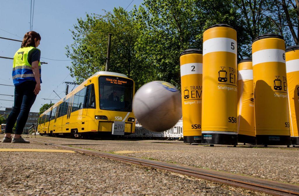 Straßenbahnfahrer aus ganz Europa kamen am Samstag auf das SSB-Betriebsgelände in Stuttgart-Möhringen zur Tram-EM. Foto: dpa