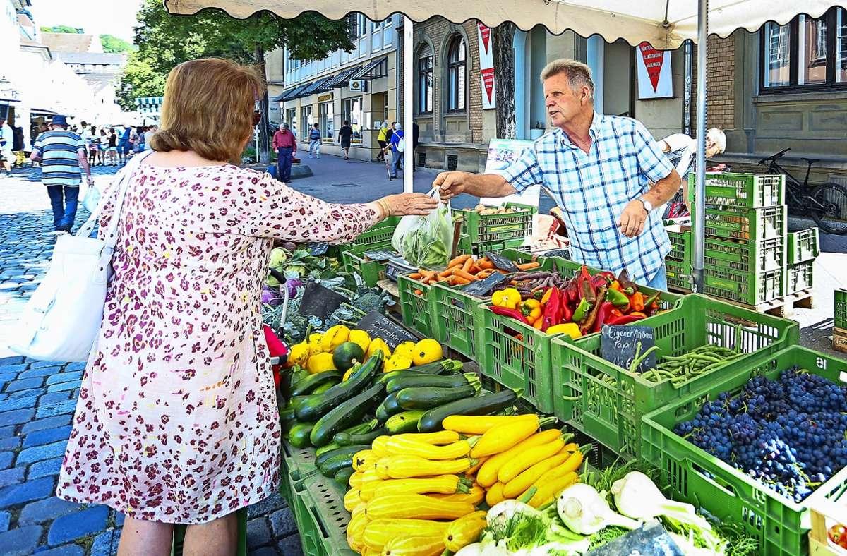 Auch auf dem Wochenmarkt  gelten  die  Corona-Regeln. Foto: Tom Weller