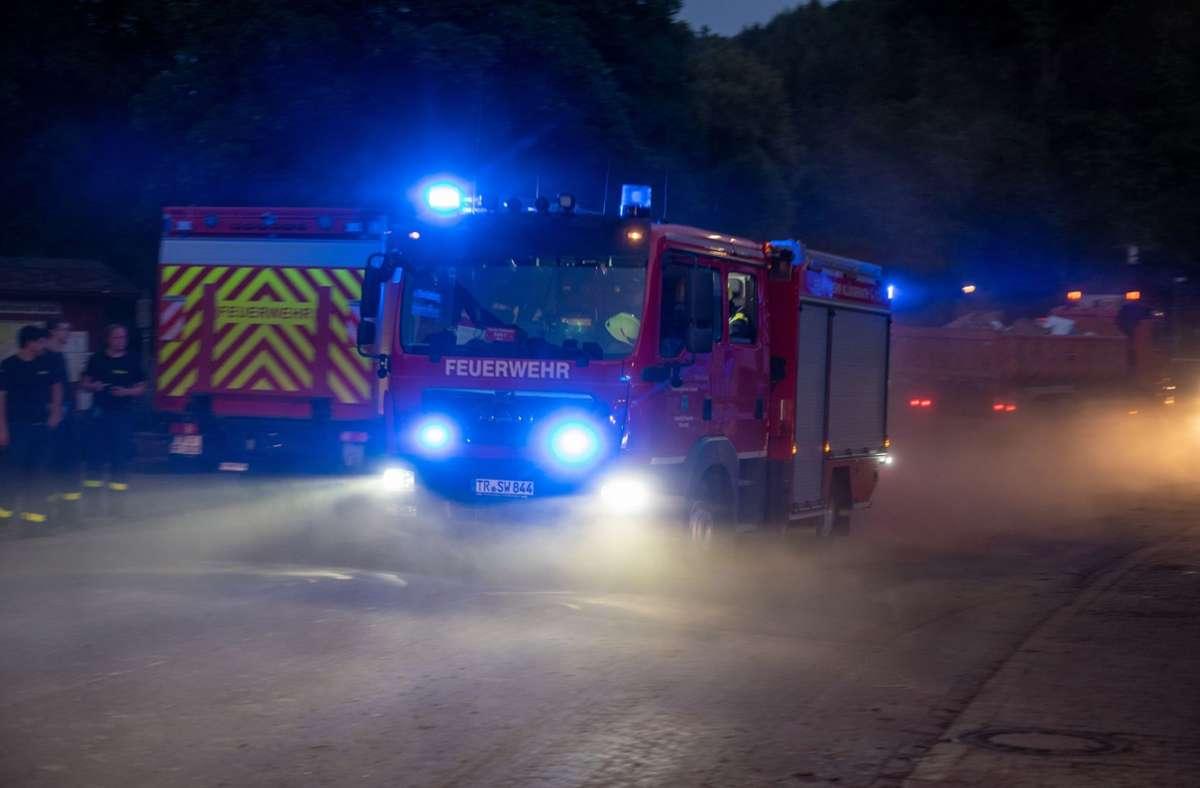 Die Flughafen-Feuerwehr war mit drei Fahrzeugen im Einsatz (Symbolfoto). Foto: picture alliance/dpa/Harald Tittel