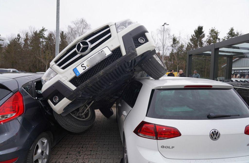 Der Fahrer hatte bei dem Unfall in Leonberg laut Polizei das Gaspedal mit der Bremse verwechselt. Foto: Fotoagentur-Stuttgart/Andreas Rosar