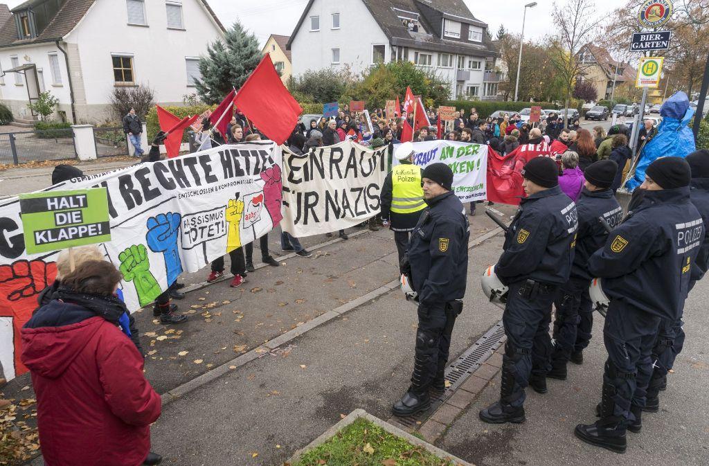 Gut 150 Menschen demonstrieren gegen die AfD-Veranstaltung im Hotel Krauthof. Foto: factum/Weise