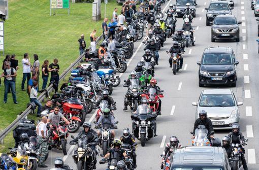 Tausende Biker protestieren am Bodensee