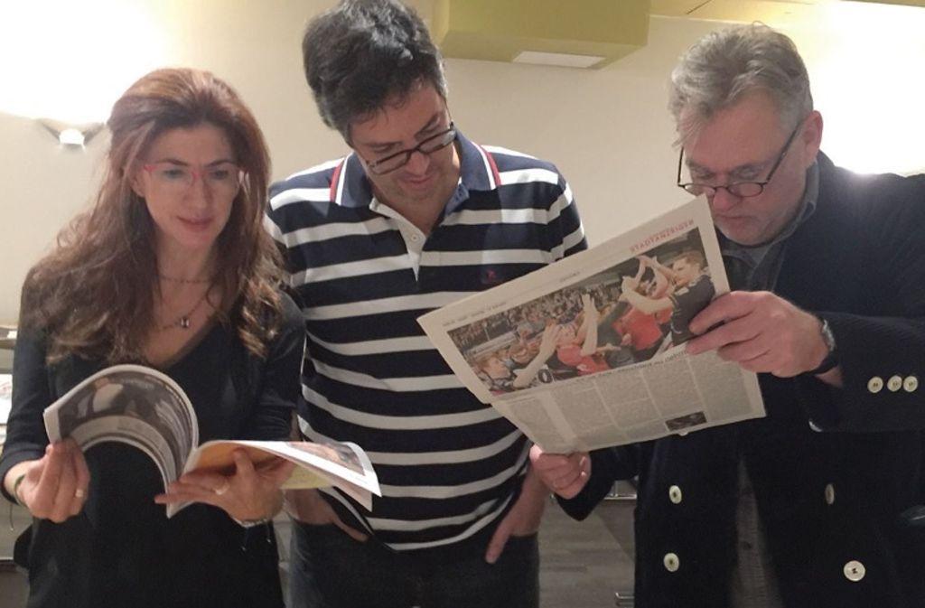 """Drei der 15 Jurymitglieder beim """"European Newspaper Award"""": (v.l.) Valentina Villegas aus Griechenland, Marco Grieco aus Portugal und Theo Dersjant aus den Niederlanden. Foto: Küpper"""