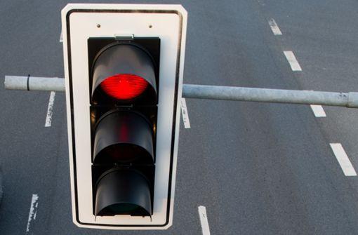 25-Jähriger fährt über  rote Ampel