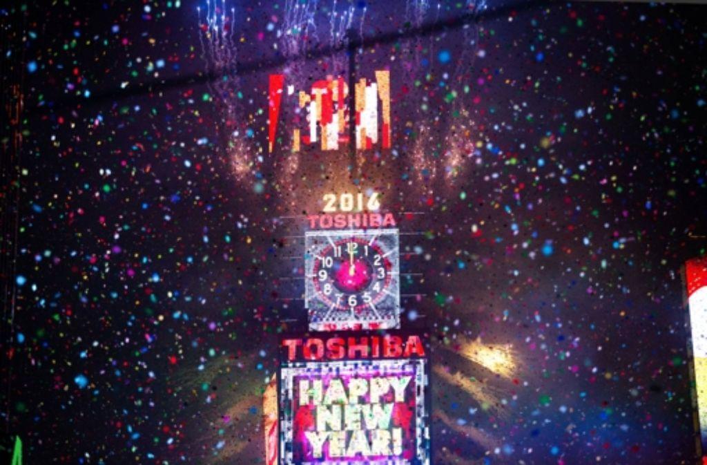 Auf dem New Yorker Times Square begrüßten zahlreiche Menschen das neue Jahr.  Foto: AP